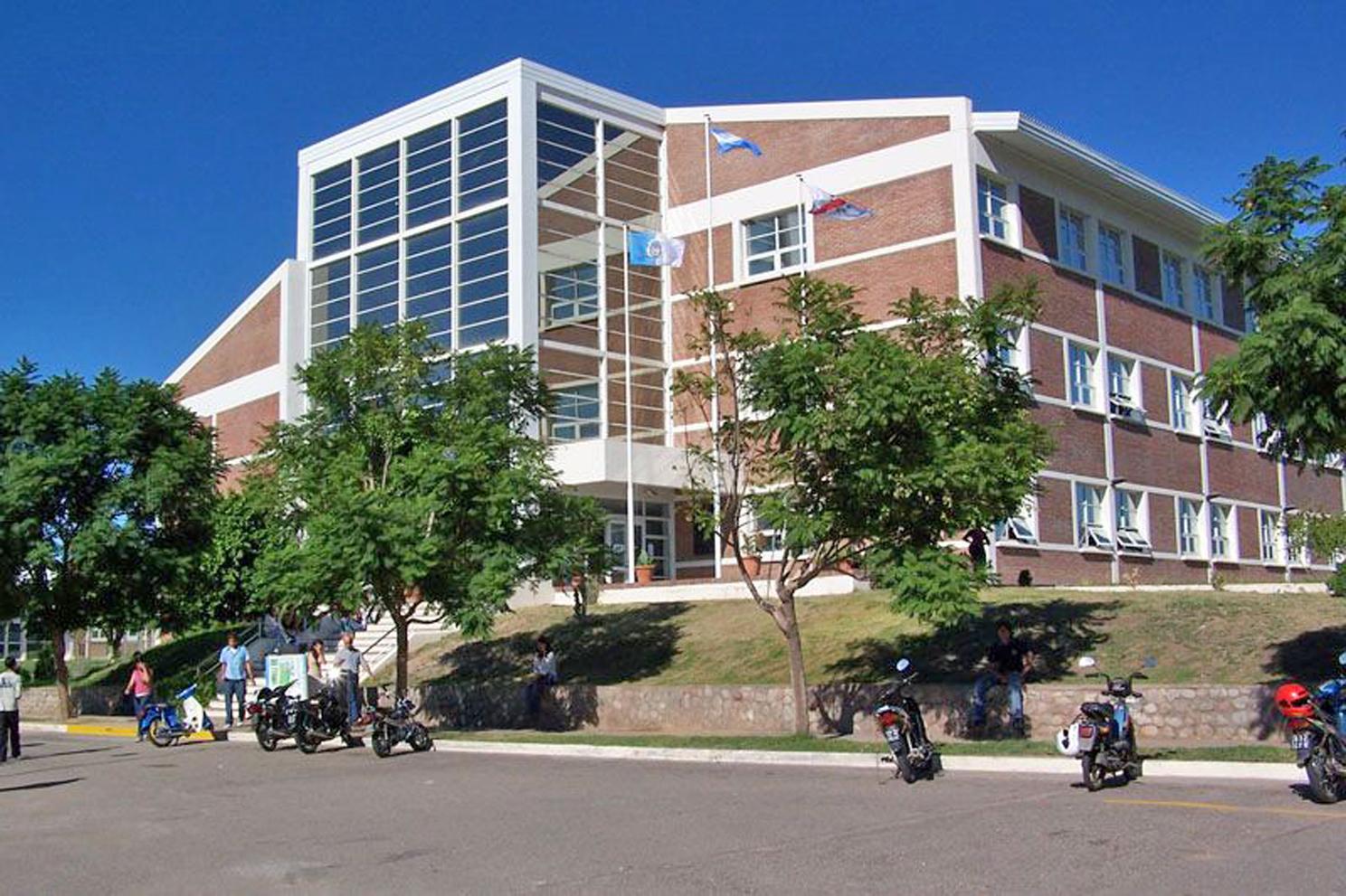 Universidad Nacional de La Rioja-proyecto-saxum-mineria-industria-construccion-empresas-ingenieria-argentina-litio-cementera